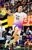ハンドボール男子決勝 シュートを放つ氷見の清水裕翔 ©読売新聞社
