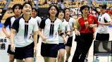 ハンドボール女子決勝 優勝し笑顔で観客席に駆け寄る佼成学園女の選手 ©読売新聞社