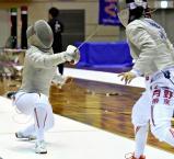 フェンシング女子サーブルで優勝した三本松の黒田ほのか(左) ©読売新聞社