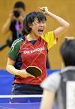 卓球女子団体決勝、得点し気合の入る四天王寺の宮崎翔 ©読売新聞社