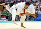 柔道男子個人66キロ級で優勝した長崎日大の桂嵐斗(右) ©読売新聞社