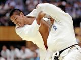 柔道男子100キロ級で3位になった大成の藤鷹裕大(左) ©読売新聞社