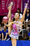 新体操女子個人、ボールで華麗な演技を見せる高松桜井の植松智子 ©読売新聞社