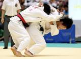 柔道女子52キロ級で優勝した敬愛の藤本彩月 ©読売新聞社