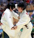 柔道女子57キロ級で3位になった八千代の新井風花(右) ©読売新聞社