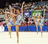 新体操女子団体で優勝した昭和学院の選手たち ©読売新聞社