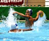 水球で、2得点した新潟産大府の鈴木洸龍 ©読売新聞社