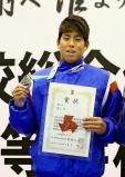 男子100メートル背泳ぎで準優勝した湘南工大付の真野秀成 ©読売新聞社