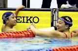 競泳女子100メートル背泳ぎ、同タイムで優勝した日大藤沢の城戸佑菜(左)と淑徳巣鴨の片桐珠実 ©読売新聞社