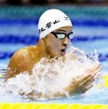 競泳男子100メートル平泳ぎで優勝した日大豊山の谷口卓 ©読売新聞社