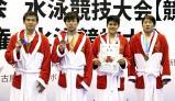 競泳男子800メートルリレーで3位になった豊川の選手たち ©読売新聞社