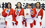 競泳女子800メートルリレーで3位になった豊川の選手たち ©読売新聞社