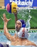 水球で、シュートを放つ大垣東の小林幹太 ©読売新聞社