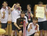 女子団体で準優勝した埼玉栄の選手たち