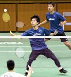 男子団体で準優勝した浪岡のダブルスの奈良岡功大(手前)、武藤映樹木組