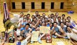 優勝し、笑顔の松本国際の選手たち