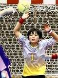 ゴールを守る明光学園の柿添選手