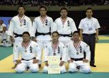柔道男子団体で準優勝した大牟田の選手ら