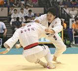柔道女子78キロ級で準優勝した藤村女の池田選手(右)