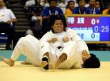 柔道女子78キロ超級で、優勝した藤枝順心の米川明穂選手(手前)