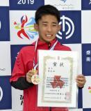 男子板飛び込みで準優勝し笑顔を見せる取手二の坂田選手