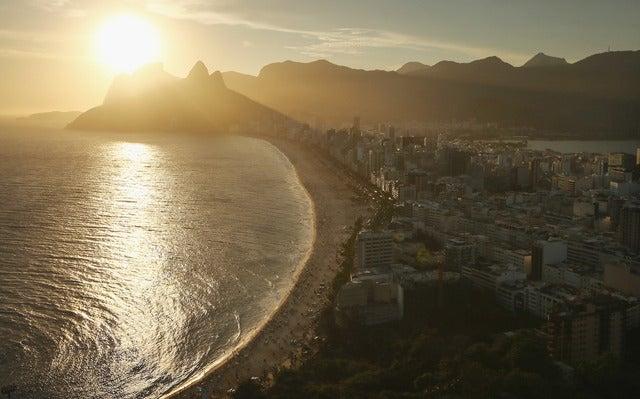 夕日に染まるリオデジャネイロ(c) Getty Images