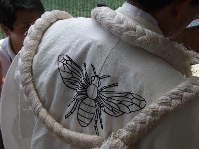 旧制二高の名残を感じさせハチの校章入りの東北大応援団長