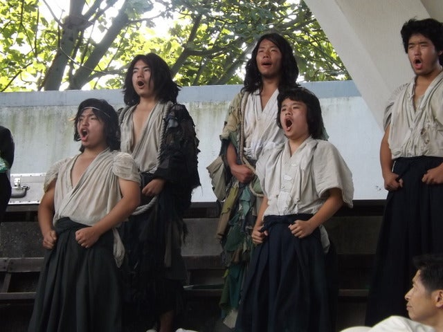 朗々と歌い上げる北大応援団