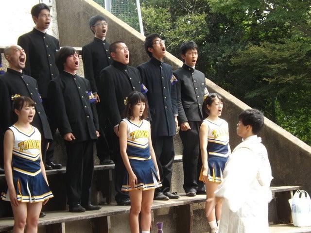 校歌を斉唱する東北大応援団