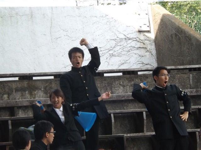 盛り上がる京大応援団