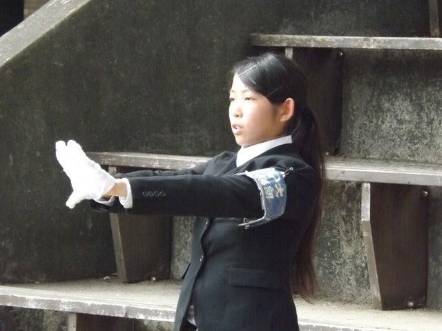 阪大の女子応援リーダーも凛々しい