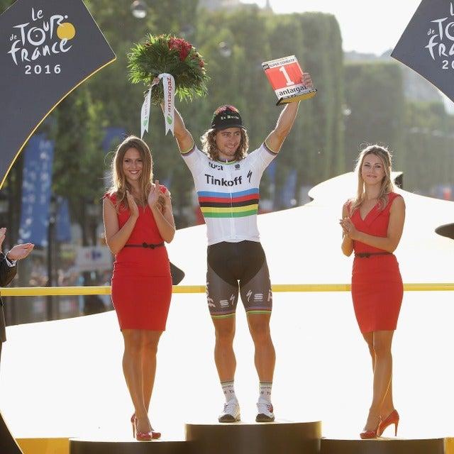 ツール・ド・フランスで表彰台に上がったペーター・サガン(中央/2016年7月24日)(c) Getty Images
