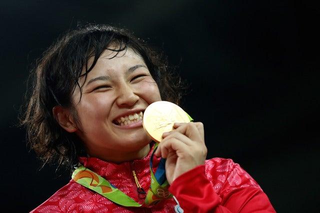 リオデジャネイロ五輪女子レスリング69キロ級で土性沙羅が金メダルを獲得(2016年8月17日)(c) Getty Images