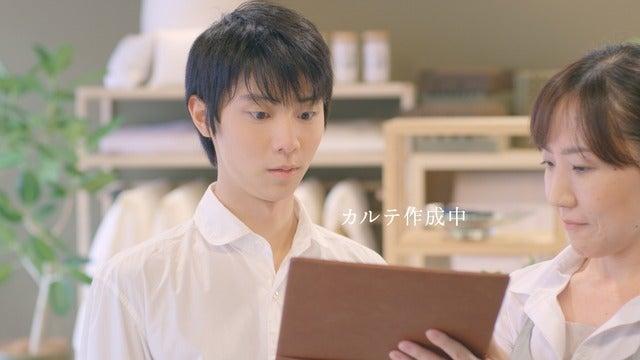 羽生結弦、オーダー枕を作ってにっこり…東京西川新テレビCM