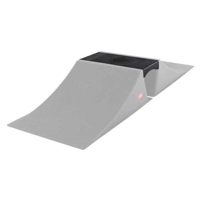 トリックが練習できるスケートボード用設置型「スタントランプシリーズ」
