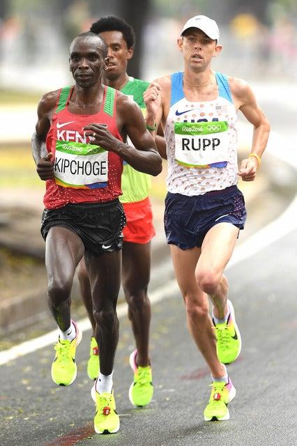 リオデジャネイロ五輪男子マラソンでゲーレン・ラップ(右)が3位に(2016年8月21日)(c) Getty Images