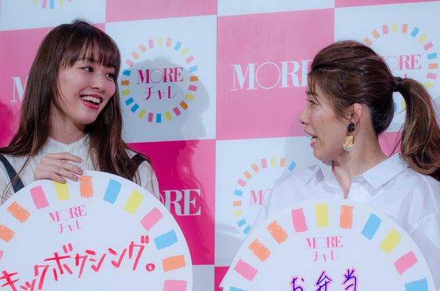 女性ファッション誌『MORE』のモアチャレ宣言プレス発表会に登壇した内田理央(左)と吉田沙保里(2017年3月28日)撮影:五味渕秀行