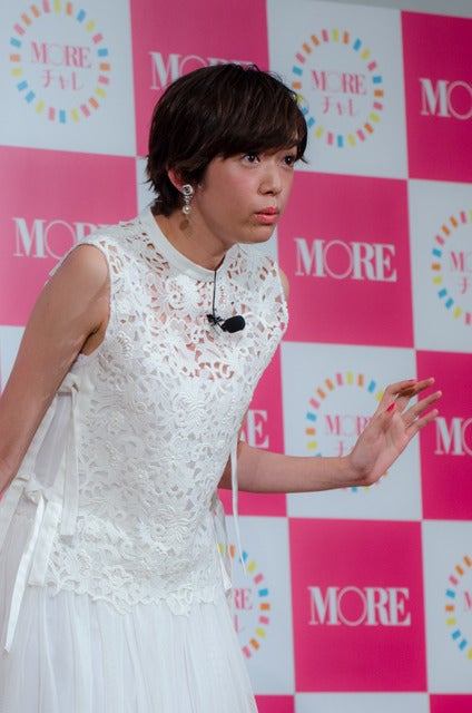 女性ファッション誌『MORE』のモアチャレ宣言プレス発表会に登壇した佐藤栞里(2017年3月28日)撮影:五味渕秀行