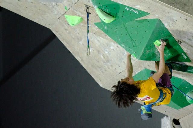 スポーツクライミング日本ユース選手権リード競技大会2017が開催。女子ユースBで優勝した森秋彩(2017年4月16日)撮影:五味渕秀行
