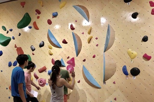 キュープラザ二子玉川にクライミングジム「フィッシュアンドバード」がオープン。先行内覧会にボルダリング日本代表4選手が登場(2017年4月26日)撮影:五味渕秀行