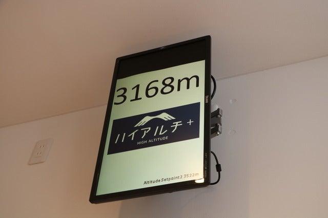 低酸素空間「ハイアルチ+」で高地ヨガを体験撮影:山本有莉