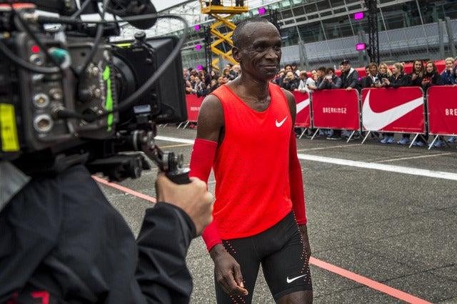 キプチョゲ、2時間0分25秒でゴール…マラソン2時間切りプロジェクト「Breaking2」