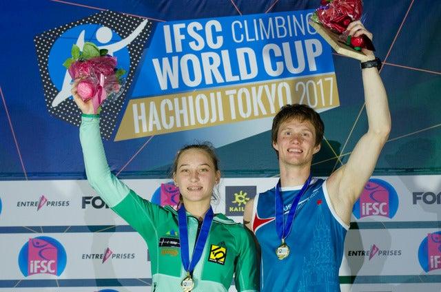 ボルダリングワールドカップ八王子大会で優勝したヤンヤ・ガルンブレット(左)とアレクセイ・ルブツォフ(2017年5月7日)撮影:五味渕秀行