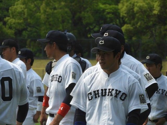伝統の立て襟の「CHYKYO」のユニフォーム撮影:手束仁