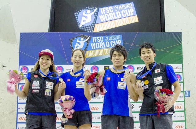 ボルダリングW杯八王子大会で日本代表4名が表彰台へ。左から女子3位の野中生萌、女子2位の野口啓代、男子2位の楢崎智亜、男子3位の渡部桂太(2017年5月7日)撮影:五味渕秀行