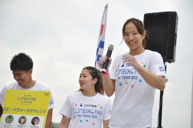 野口啓代(あきよ)選手、野中生萌(みほう)選手が、ららぽーと豊洲にて5月18日~21日の4日間開催される「三井不動産クライミングパーク for TOKYO2020」オープニングイベントでクライミング対決をした。撮影者:大日方航