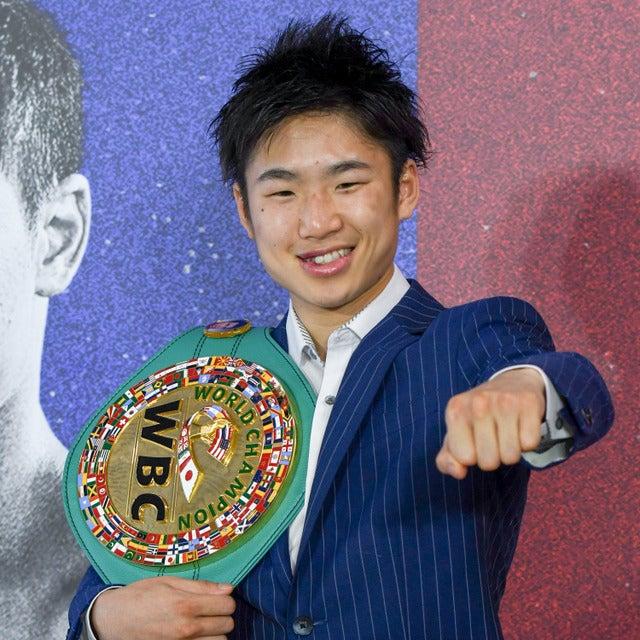 WBC世界ライトフライ級新王者の拳四朗(右/2017年5月21日)撮影:五味渕秀行