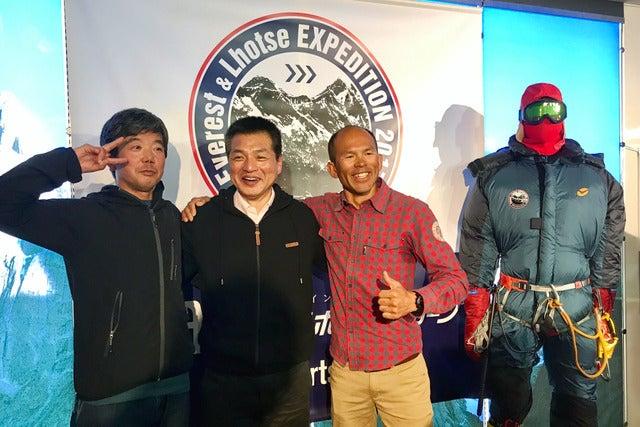 ICI 石井スポーツの荒川勉社長(中央)がエベレストに挑戦。奥田仁一さん(左)と平出和也さんが同行してサポートする(2017年4月3日)撮影:五味渕秀行