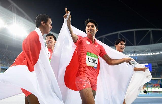 陸上日本代表が400mリレーで銀メダルを獲得(2016年8月19日)(c) Getty Images