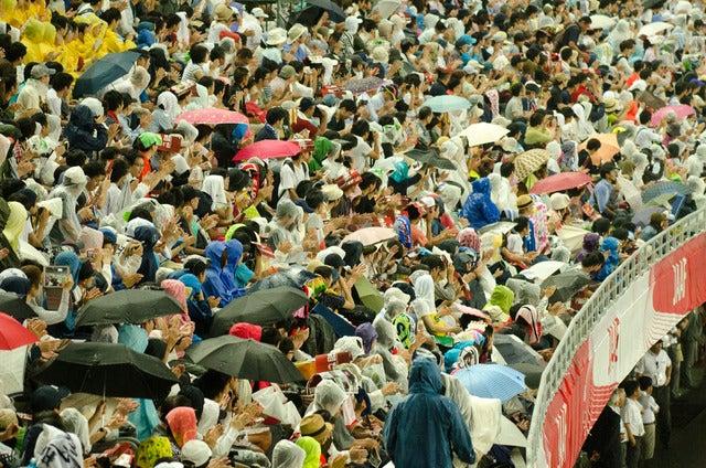 第101回日本陸上競技選手権大会、男子100m決勝前に雨が降る(2017年6月24日)撮影:五味渕秀行